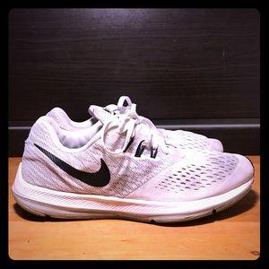 Nike - Zoom Winflo 4 'Wolf Grey/White'